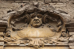 在艺术Nouveau大厦的滑稽的mascaron 免版税库存照片