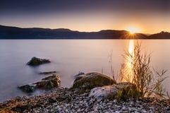 在艾克斯・莱・班恩斯湖的黄昏  免版税库存图片