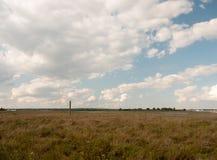 在艾塞克斯maldon的一个平的乡下场面在黑水clou 免版税库存图片