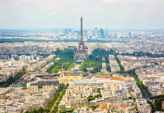 在艾菲尔铁塔的全景鸟瞰图在巴黎 免版税库存图片