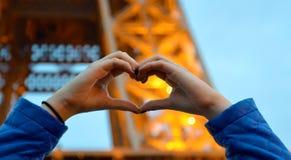 在艾菲尔铁塔的心脏 库存图片