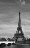 在艾菲尔铁塔的看法,黑白 图库摄影