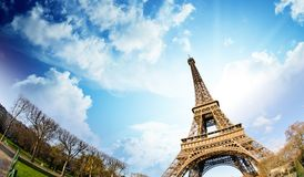 在艾菲尔铁塔,巴黎的天空颜色 库存图片