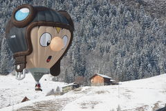 在节日大别墅母鹿的特别形状气球 库存图片