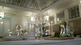 在节日晚会党或婚姻的庆祝的装饰的桌 股票视频