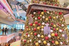 在节日步行购物中心的圣诞树在九龙塘2018年 库存图片