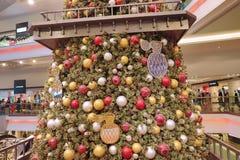 在节日步行购物中心的圣诞树在九龙塘2018年 免版税库存图片