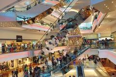 在节日步行购物中心的圣诞树在九龙塘2018年 免版税图库摄影