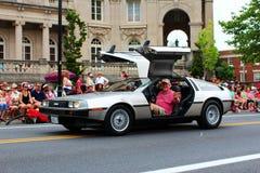 在节日游行的DeLorean 库存照片