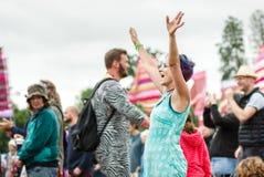 在节日的妇女跳舞 免版税库存照片