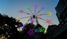 在节日的星状霓虹风车 免版税图库摄影