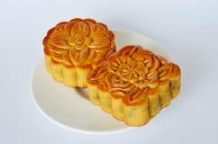 在节日的月饼中国传统点心在盘 库存照片