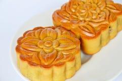 在节日的月饼中国传统点心在盘 库存图片