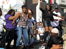 在节日的阶段跳舞 免版税库存照片