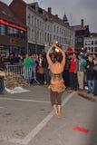 在节日跟特春天的火dansers 免版税库存照片