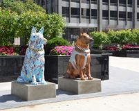 在芝加哥尾随尊敬下落的警察的雕象 库存照片