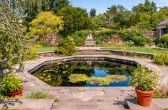 在芝加哥植物园的英国被围住的庭院地区,格伦克,美国 免版税库存照片