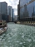 在芝加哥河的冰 免版税库存照片