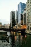 在芝加哥河的麦迪逊桥梁 免版税库存图片
