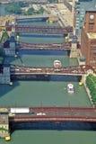 在芝加哥河,芝加哥,伊利诺伊的桥梁 免版税图库摄影