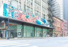 在芝加哥老大厦和历史的Berghoff restau的街道艺术 库存照片