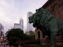 在芝加哥艺术学院的狮子雕塑 库存照片