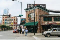 在芝加哥街道上的人们  库存照片