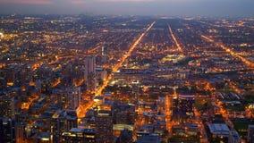 在芝加哥街道的鸟瞰图在夜之前 影视素材