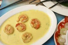在芥末和姜黄咖喱的大虾从印度 免版税库存照片