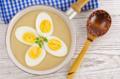 在芥末酱的鸡蛋 库存图片
