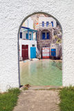 在芦粟海岛上的传统希腊建筑学 库存照片
