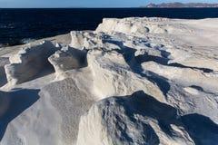 在芦粟海岛月亮海岸的矿物形成使爱琴海环境美化 免版税库存照片