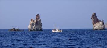 在芦粟的渔船 免版税库存照片