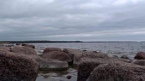 在芬兰波儿地克的海岸的花岗岩岩石 影视素材