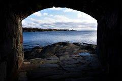 在芬兰湾的看法从在芬兰堡海岛上的漏洞  库存图片