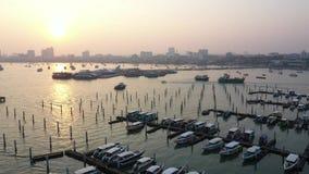 在芭达亚市的鸟瞰图日出在泰国 股票录像