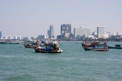 在芭达亚附近的渔船 免版税库存照片