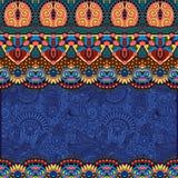 在花卉背景的种族条纹装饰品 库存图片