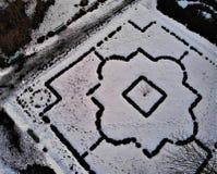 在花圃的鸟瞰图在有宫殿的疗养院公园在涅米罗夫,Vinnytsya地区,乌克兰 免版税库存图片