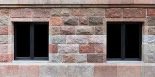 在花岗岩墙壁的两个窗口 库存图片