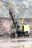 在花岗岩猎物的挖掘机 免版税库存图片