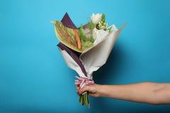 在花束的春天花 美好的花卉设计 免版税库存图片