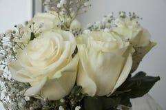 在花束的白色嫩玫瑰 图库摄影
