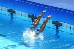 在花样游泳二重奏技术惯例初步回合期间,西班牙的Ona Carbonell和芽体Mengual竞争 库存图片