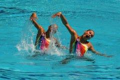 在花样游泳二重奏期间,队白俄罗斯的Iryna Limanouskaya和韦罗妮卡Yesipovich竞争 库存照片