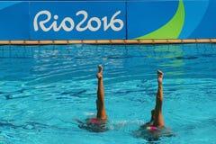 在花样游泳二重奏期间,队白俄罗斯的Iryna Limanouskaya和韦罗妮卡Yesipovich竞争 免版税库存图片