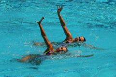 在花样游泳二重奏期间,队白俄罗斯的Iryna Limanouskaya和韦罗妮卡Yesipovich竞争 免版税图库摄影