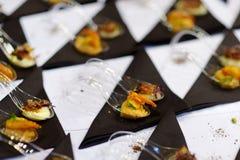 在花梢匙子的被分类的手抓食物 库存图片