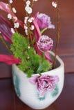 在花瓶的美好的花的布置 库存照片