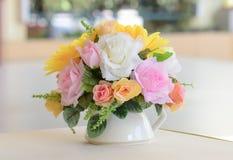 在花瓶的花束花 免版税库存照片